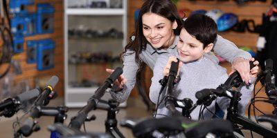 Otroška kolesa v trgovini