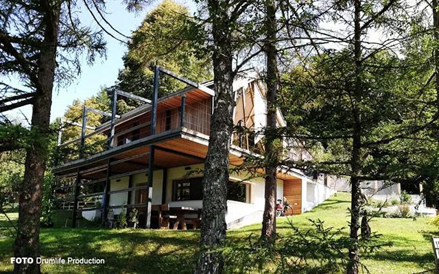 Masivna hiša s CLT lesenimi stenami