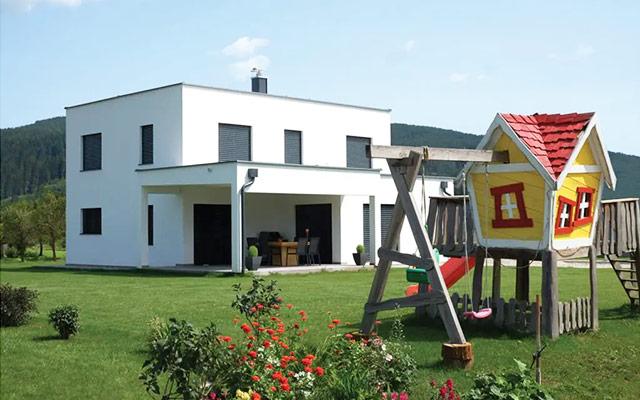Moderna CLT lesena hiša z ravno streho